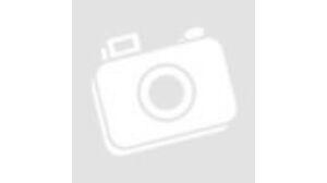 Egy nő szobamérlegen állva méri a súlyát