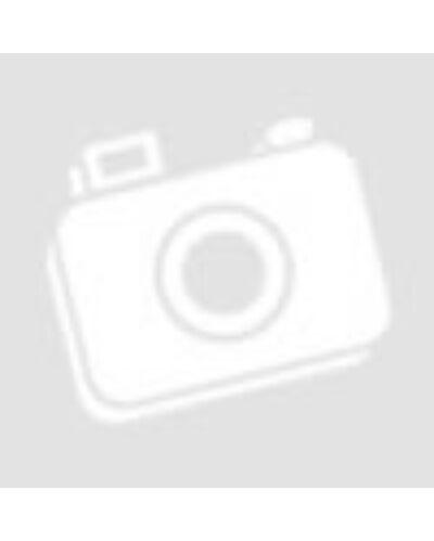 Egy fittness nő és egy fittness férfi sétál a tengerparton