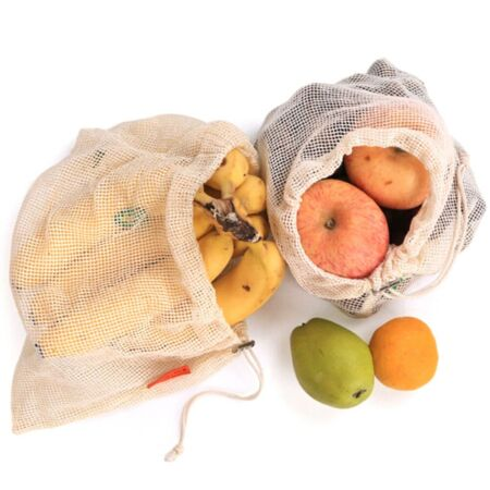 Gyümölcsök hálós zsákban
